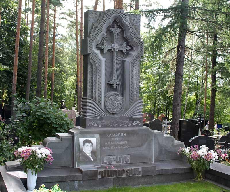 Эксклюзивный памятник резной крест из серого гранита