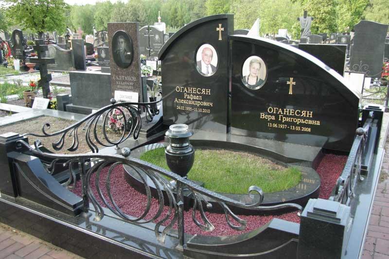 элитный памятник для двоих из черного гранита с фото