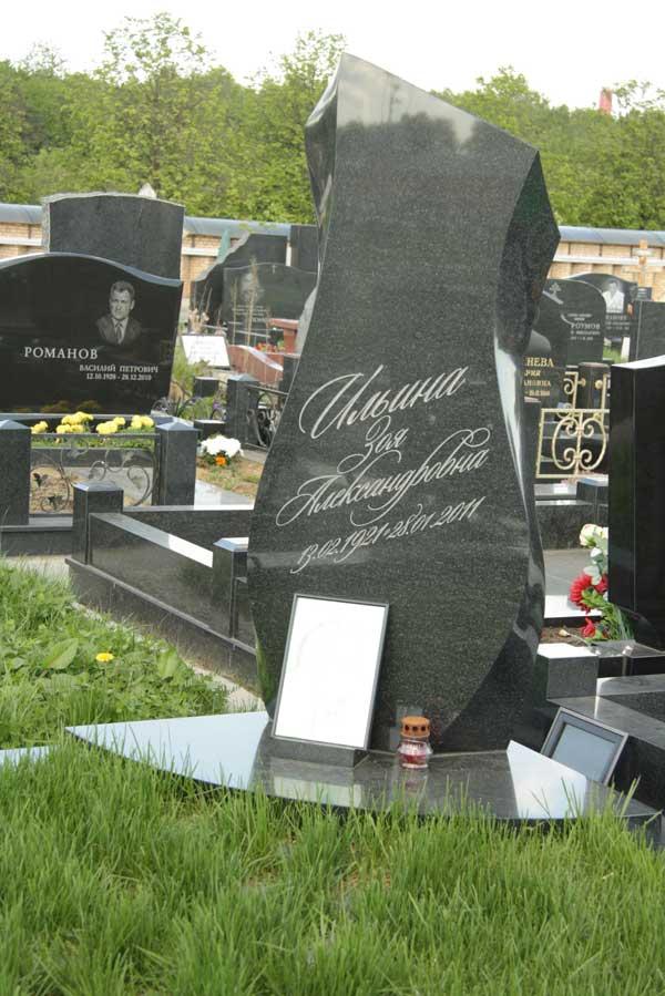 Через какое время ставят памятник на могилу