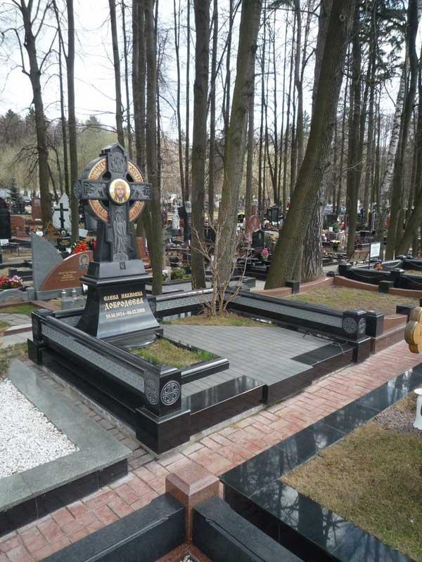 элитный памятник крест из черного гранита