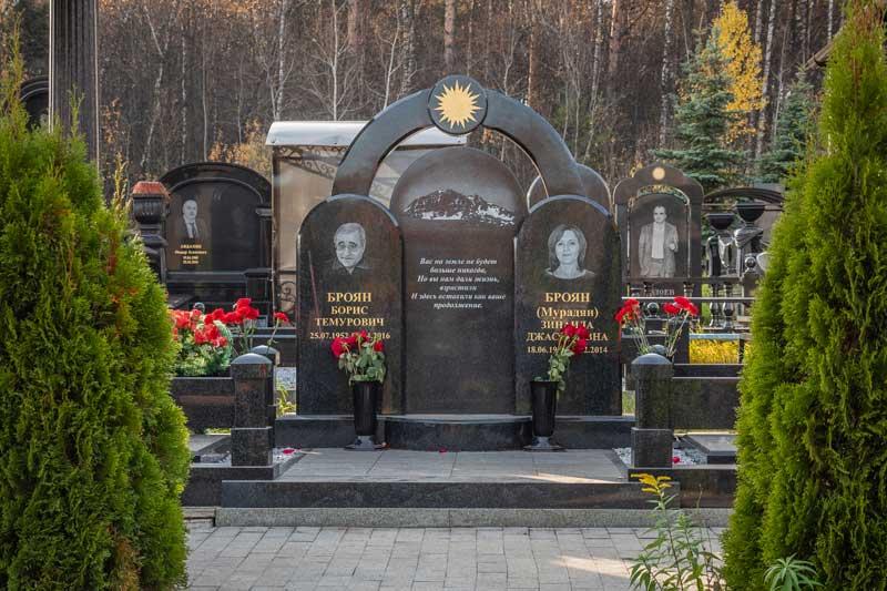 элитный семейный памятник на могилу из гранита