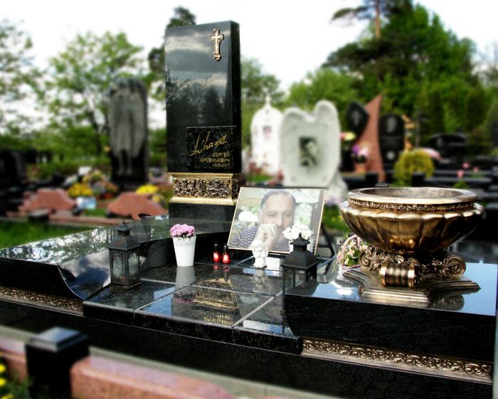 Мемориальный комплекс на могилу, особенности изготовления
