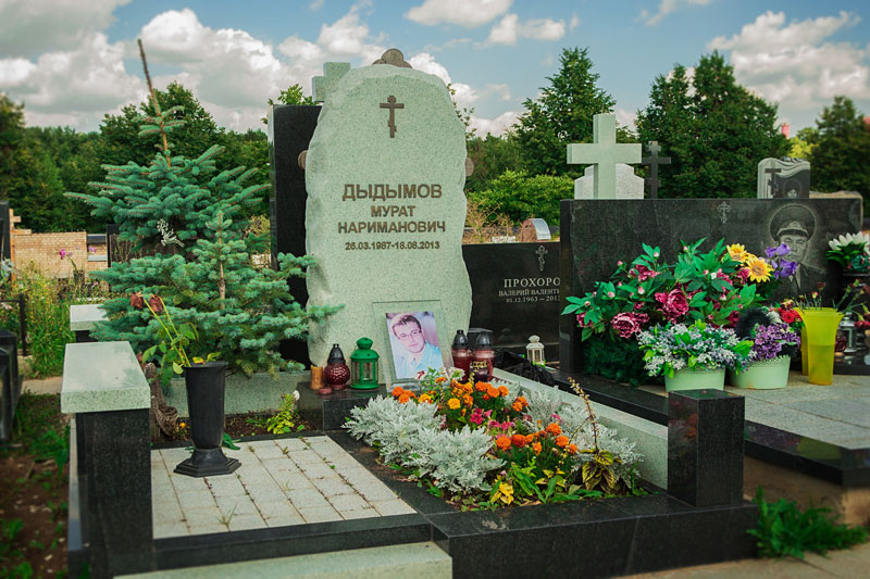 Из какого необычного камня можно заказать надгробие?